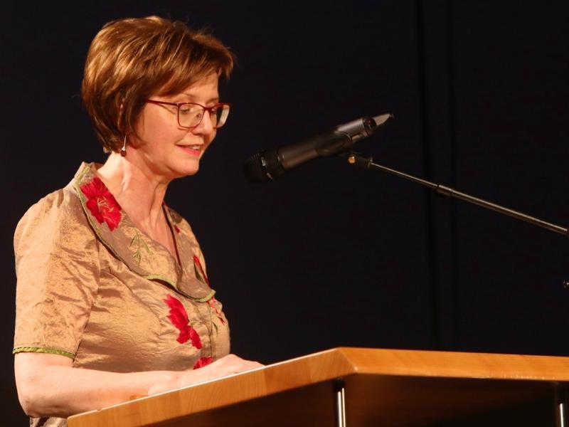 Slika 2: Pozdravne besede ravnateljice Zalke Kuchling, © Peter Krivograd