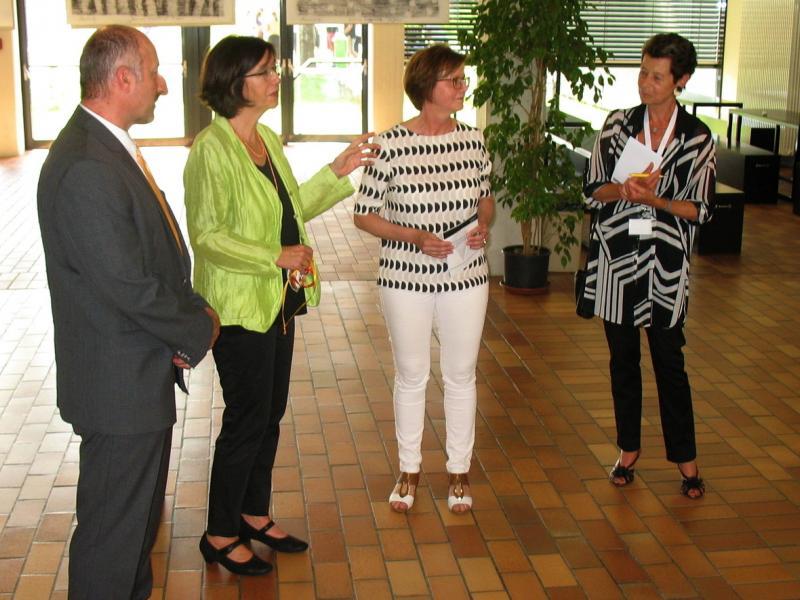 Slika 2: Christine Muttonen z ravnateljico in administratorjem