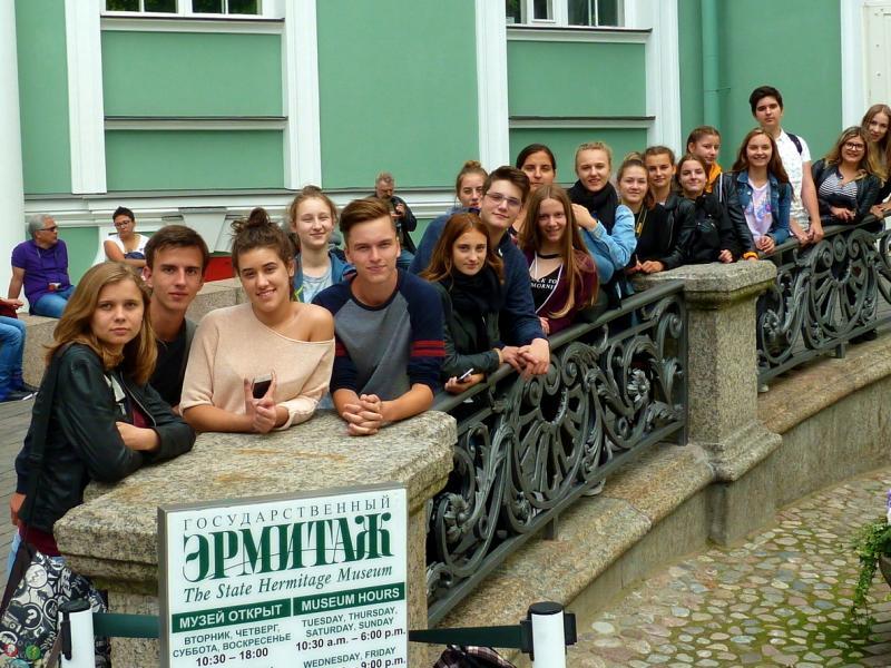 Slika 3: Pred muzejem Ermitaž, © Sonja Prohinig