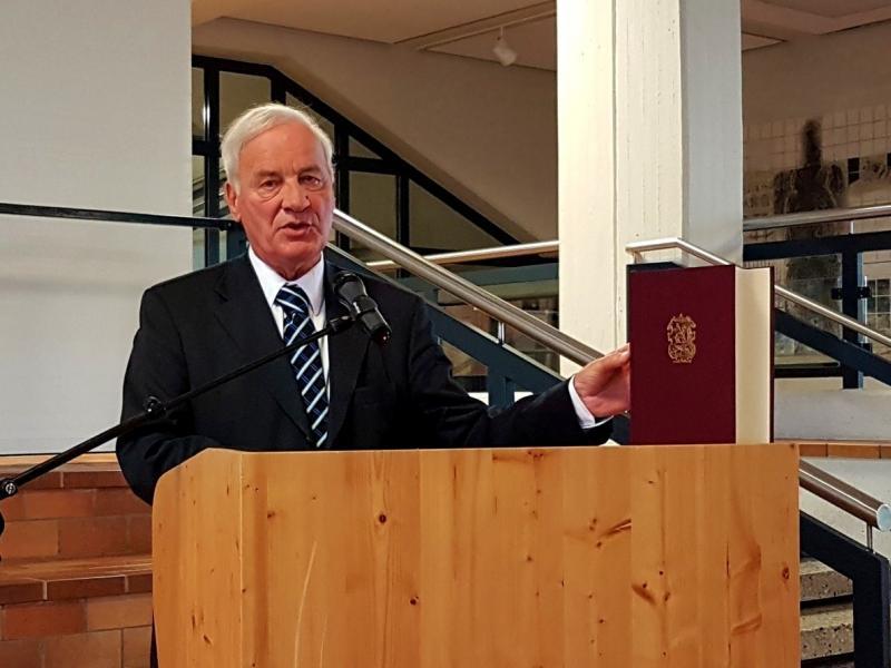 Slika 1: Dr. Jože Krašovec predstavlja Biblio Slavico, © Nadja Senoner