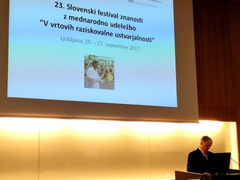 Slika 2: Dr. Edvard Kobal predstavi življenje in delo Hermana Potočnika Noordunga, © Niko Ottowitz