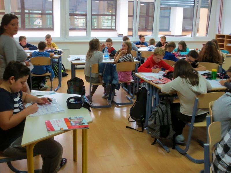 Slika 1: Pri pouku slovenščine, © Julia Schuster-Smrečnik