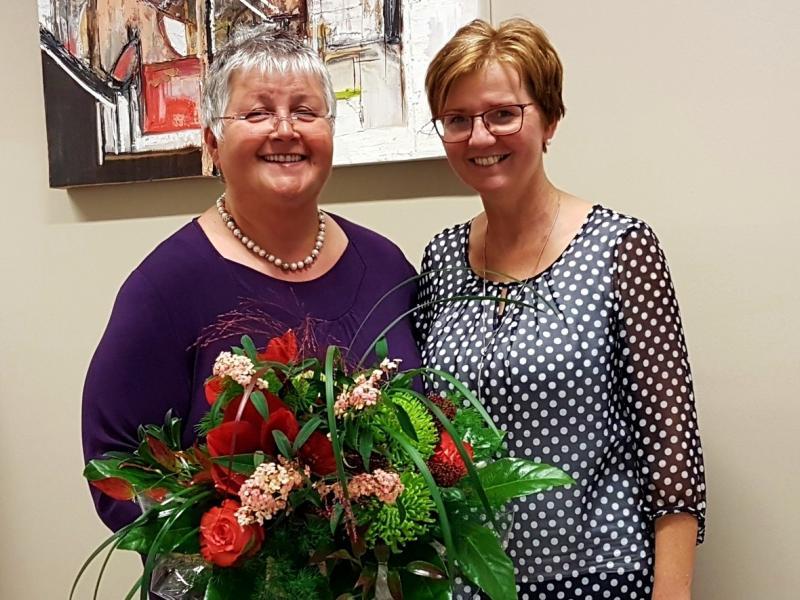 Slika 1: Prof. Marica Flödl in vodja šole, © Nadja Senoner