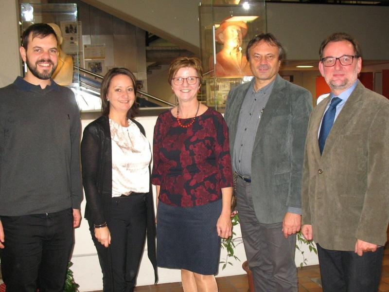 Slika 1: Mag. Jan Sisko, mag. Elisabeth Schlocker, mag. Zalka Kuchling, mag. Hanzi Pogelschek, dr. Miha Vrbinc, © Kristijan Sadnikar