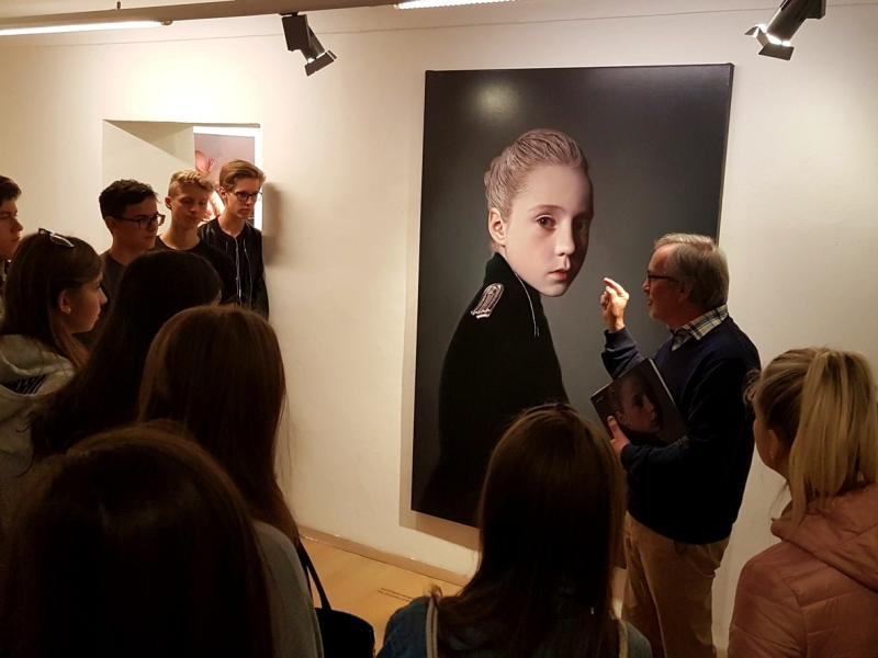 Slika 2: Pred sliko na temo otroci in uniforme, © Nadja Senoner
