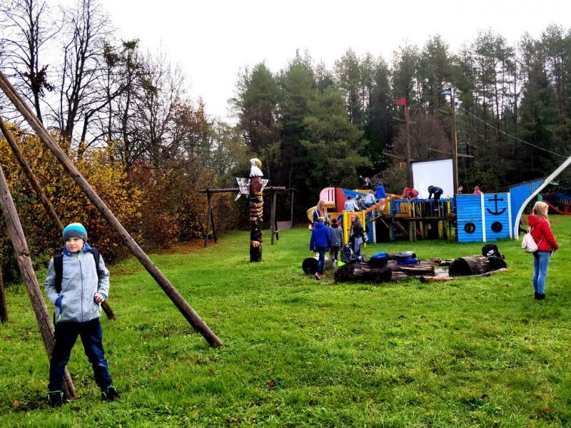 Slika 3: Na igrišču, © Niko Ottowitz