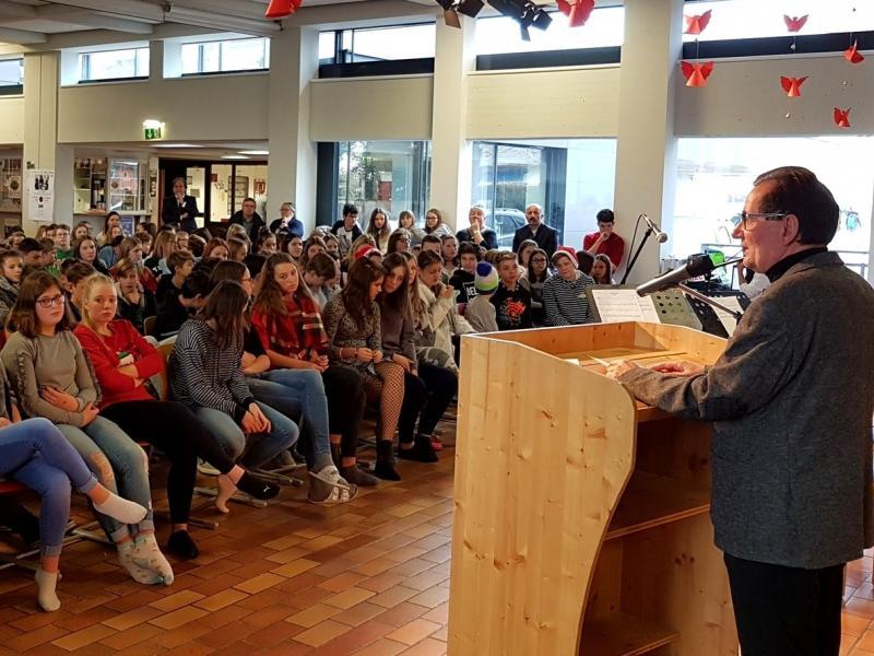 Slika 4: Govor podpredsednika Združenja absolventov Slovenske gimnazije dr. Miha Vrbinca, © Nadja Senoner