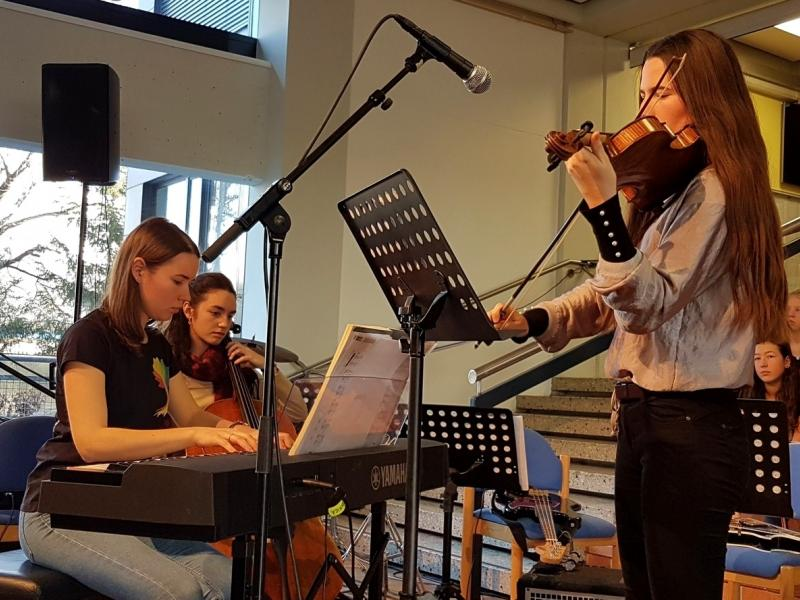Slika 5: Instrumentalni trio iz 8.a: Lucia, Noemi in Magdalena, © Nadja Senoner
