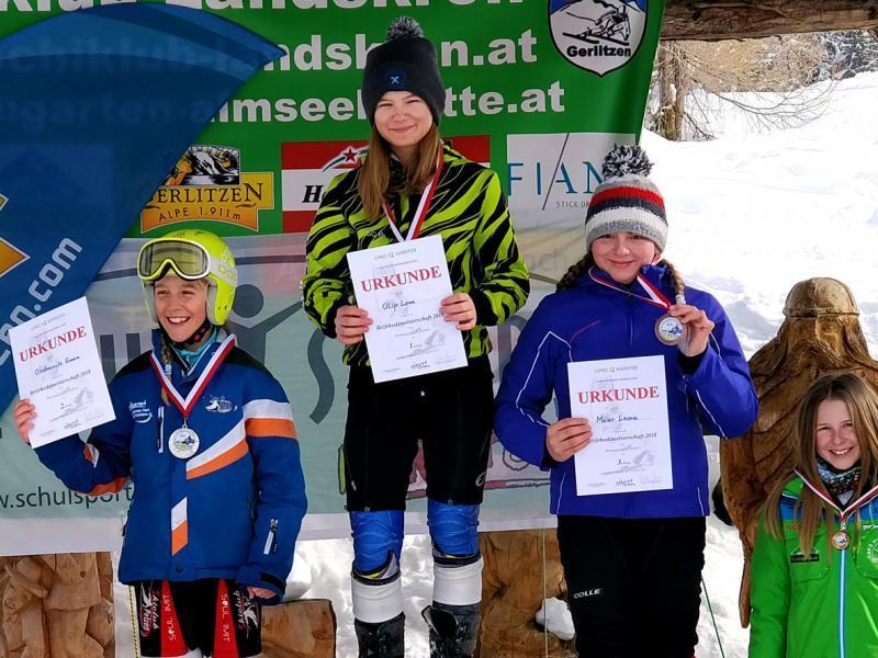Bild 2: Die Siegerin Lena Olip und die Viertplatzierte Anja Metschina, © Niko Ottowitz