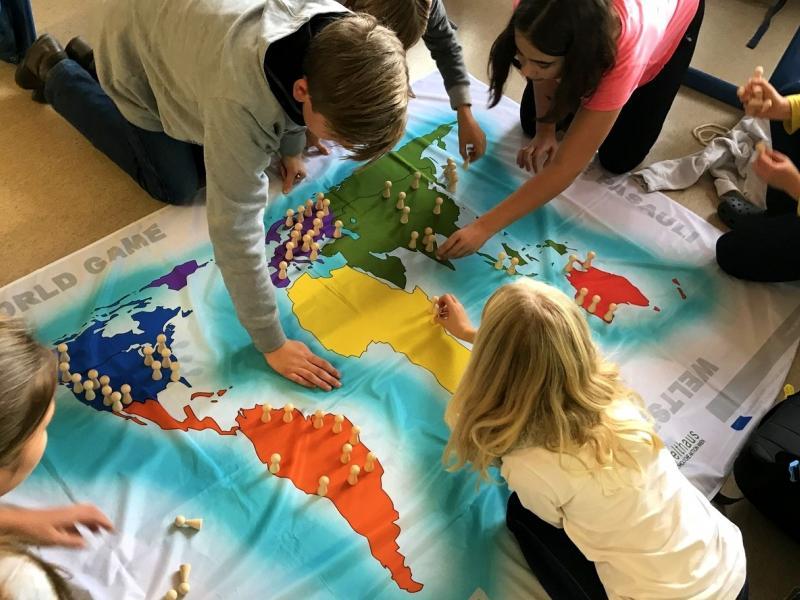 Slika 3: Kako je prebivalstvo razdeljeno po svetu?, © Monika Novak-Sabotnik