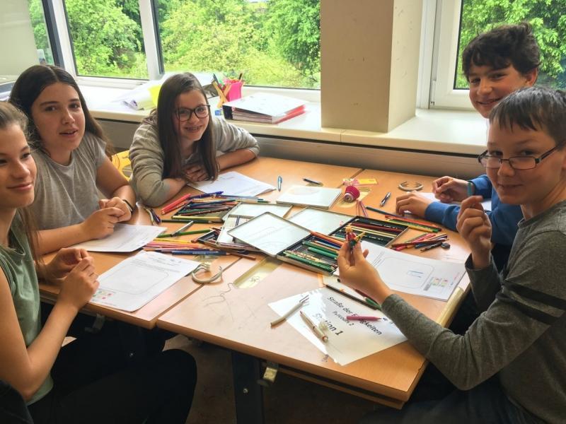 Slika 3: Učenci pokažejo svoj risarski talent, © Julia Schuster-Smrečnik