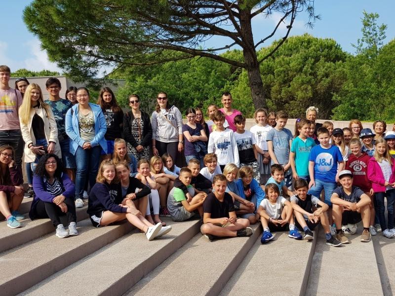 Slika 1: Le classi 1.c e 1.d e il gruppo d'italiano della 6.b sono stati a Bibione!, © Kristijan Fotivec