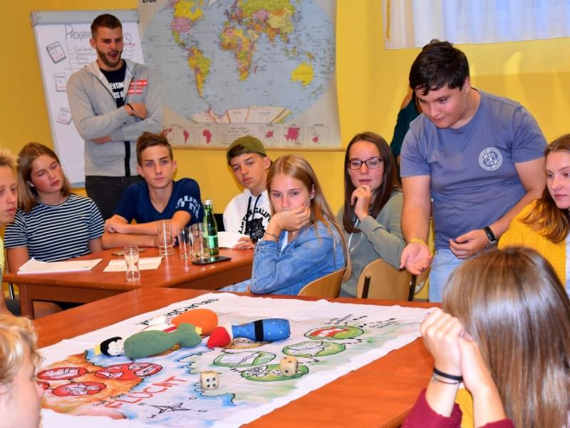 Slika 2: Igra pre-živetja, © Monika Novak-Sabotnik