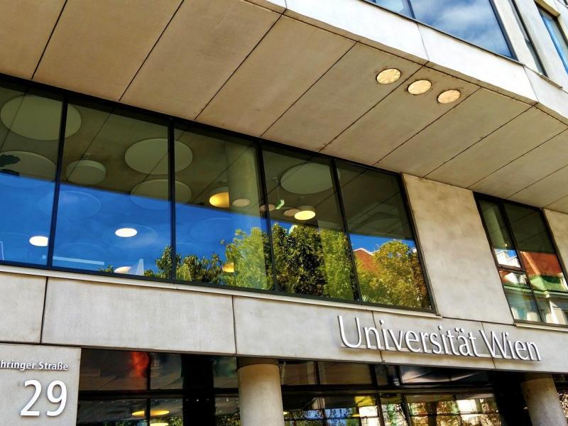 Slika 1: Poslopje informatike Univerze na Dunaju, © Niko Ottowitz