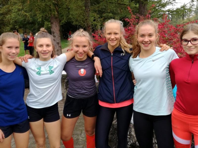 Slika 1: Veseli obrazi dekliške ekipe po zmagi, © Magdalena Kulnik