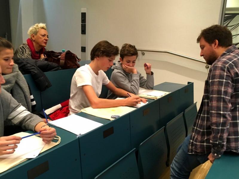 Slika 3: Učenec Jan rešuje matematično uganko; ©Julia Schuster-Smrečnik
