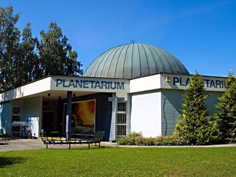 Slika 4: Planetarij v Celovcu, https://www.delo.si/novice/svet/popotovanje-po-vesolju-v-slovenskem-jeziku-106919.html?fbclid=IwAR2x