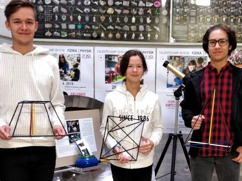 Bild 1: Val Vovk Petrovski, Anastasia Sophie Pulvermacher, Luka Miličić Eržen (von links), ©Niko Ottowitz