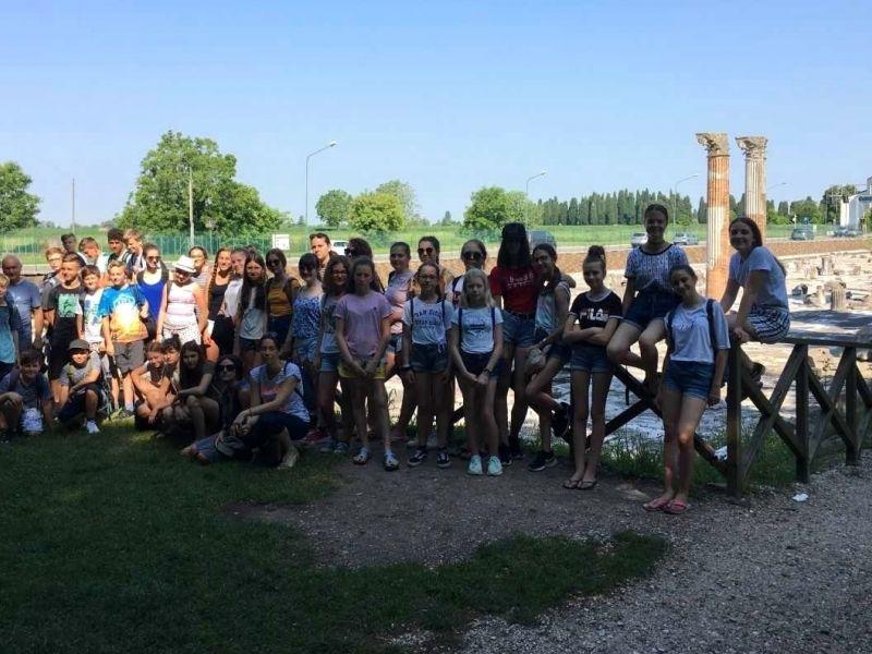 Bild 1:  Schüler der 3cd in Aquileia, ©Cristina Santoro-Sienčnik