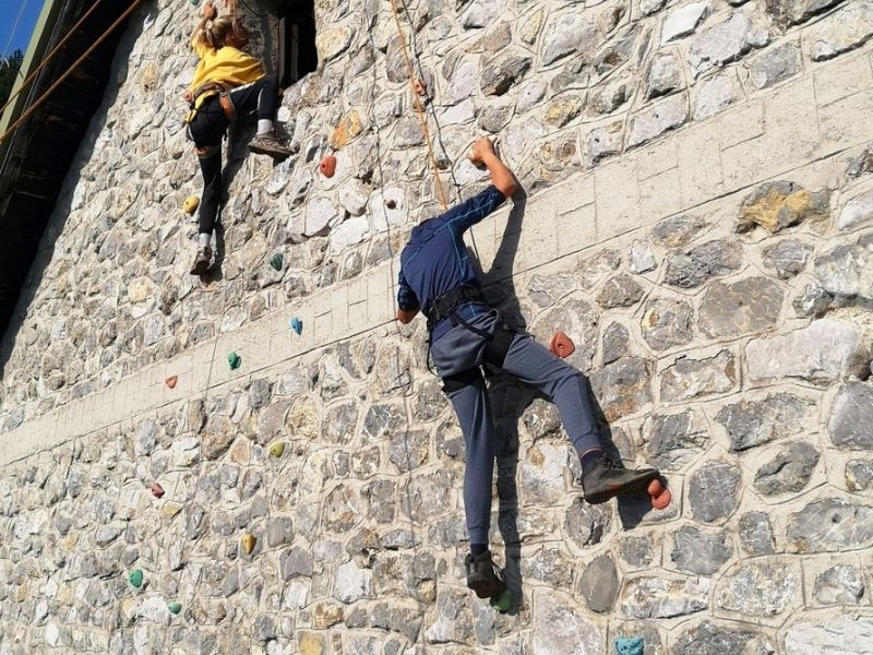 Slika 2: Plezanje na plezalni steni, ©Julia Schuster-Smrečnik