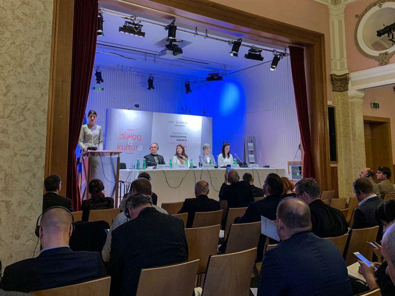 Slika 2: Drugi krog govorcev z leve: Švarc Pipan, Daniel Zikeli, Mirjam Polzer, Melanie Sully, Nadja Polzer, ©Eva Kogelnik
