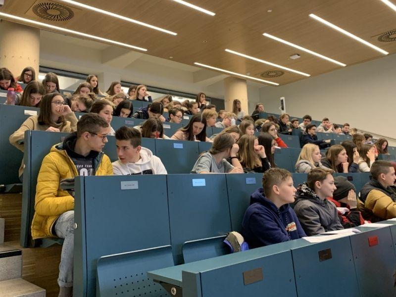 Slika 1: Učenci pri predavanju, ©Andrea Sturm