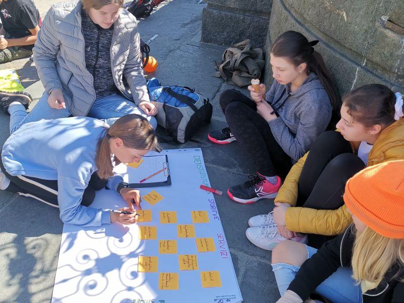 Slika 2: Schule im Freien am Neuen Platz