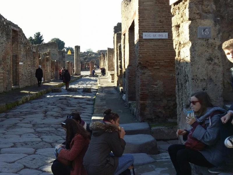 Slika 3: Malica v Pompejih
