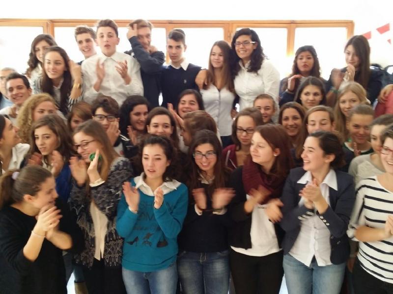 Slika 1: Gostje in gostitelji/ce na šoli v Sorrentu