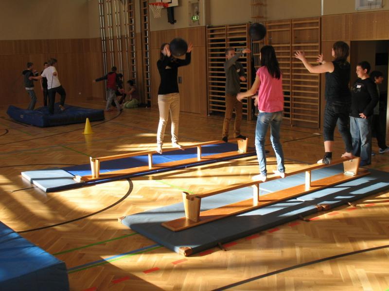 Slika 1: Srečanje v telovadnici