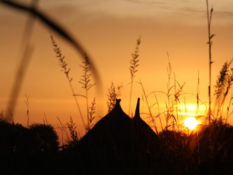 Slika 2: Sonce zahaja nad etiopsko vasjo