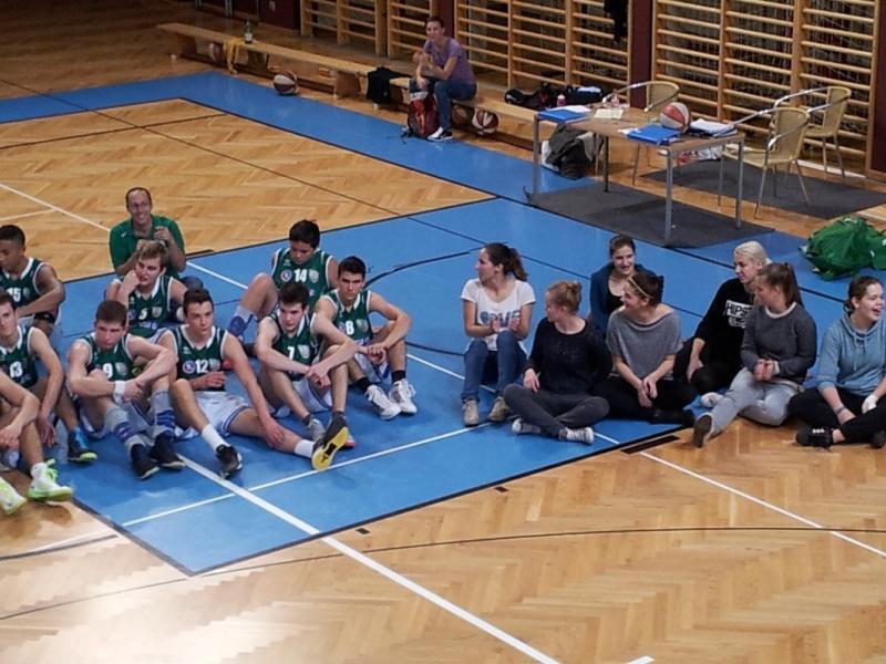 Slika 1: Košarkarji in košarkarice