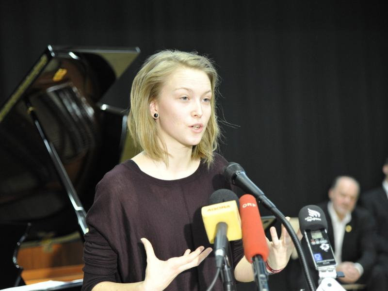 Slika 2: Zmagovalka pri govoru ob podelitvi 36. Tischlerjeve nagrade