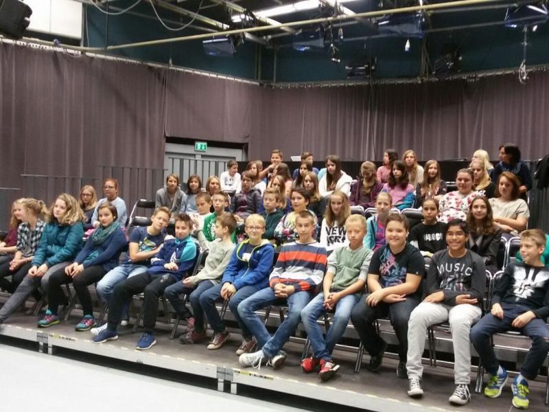 Bild 2: Gruppenfoto im ORF-Theater, ©Hedwig Figoutz