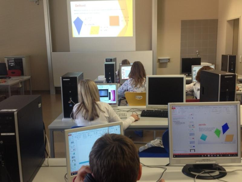 Slika 4: Pri delu v računalniški učilnici, © Marcell Smolej