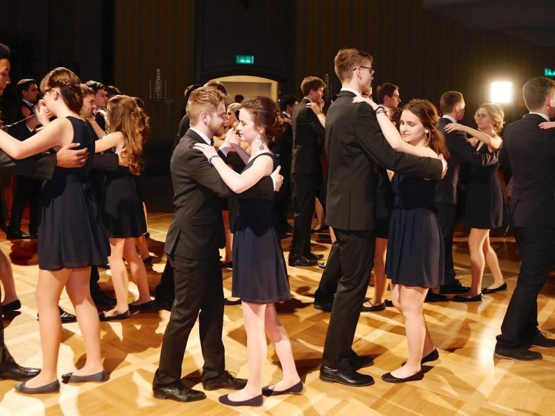 Slika 1: Otvoritveni ples, © Peter Krivograd