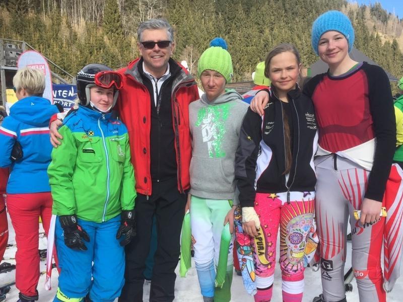 Slika 1: Uspešna ekipa Slovenske gimnazije na deželnem prvenstvu, © Lojze Dolinar