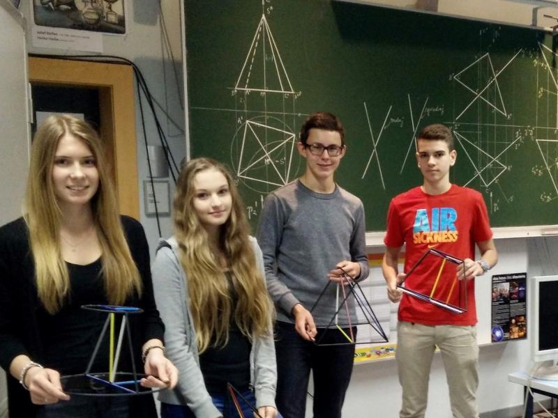 Bild 1: Erfolgreiche Teilnehmer/innen der mathematischen Pangea, © Niko Ottowitz