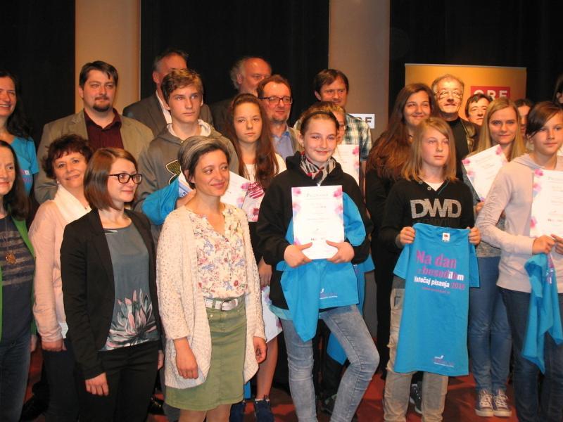 Slika 2: Nagrajenci, mentorji, člani žirije in organizatorji, © Kristjan Fotivec
