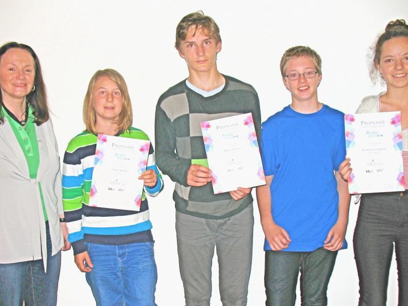 Slika 1: Nagrajenka, nagrajenci in mentorica s SLOG, © Kristjan Fotivec