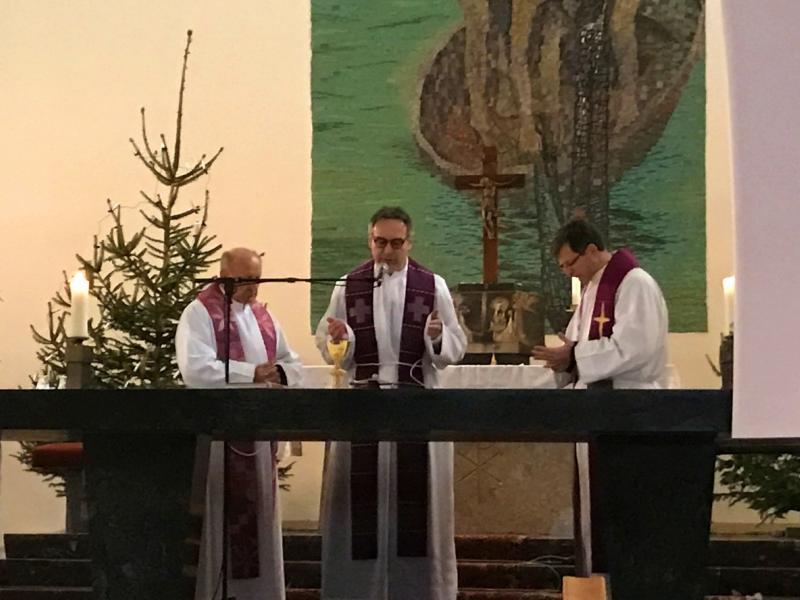 Slika 1: Profesorji duhovniki so skupno obhajali sv. mašo, © Jan Krušnik