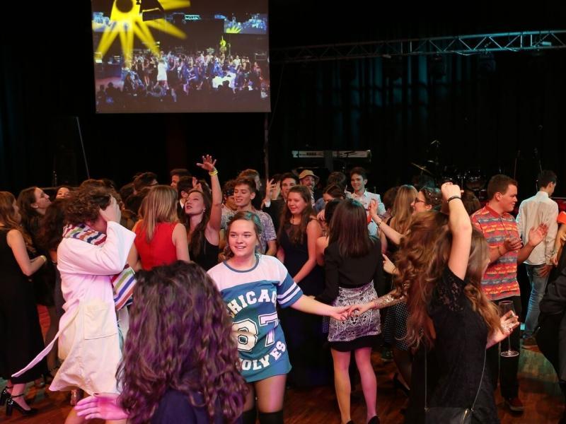 Slika 6: Polnočni vložek maturantov in plesnih obiskovalcev, © Eventbox