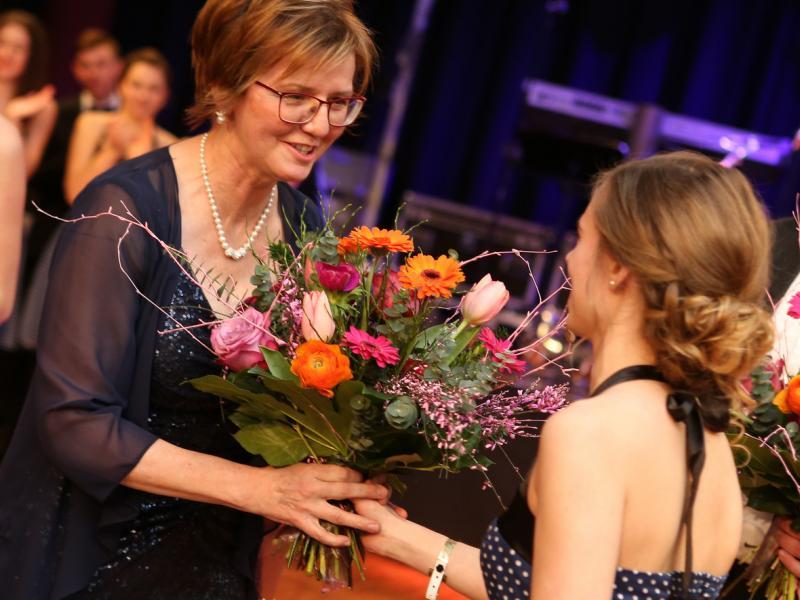 Slika 4: Rože razredničarki Zalki Kuchling, © Eventbox